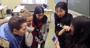 Chinesische Studierende im Geographieunterricht der…