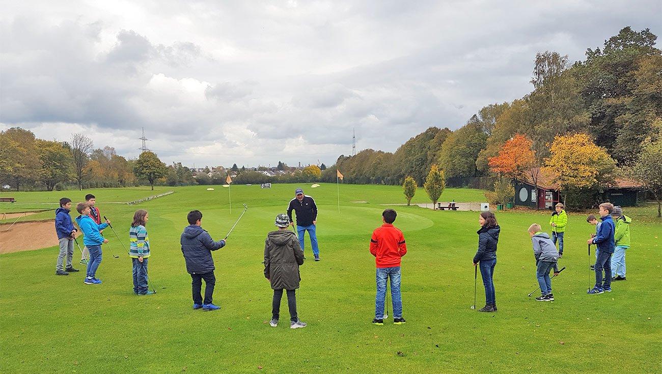 PGA Golfpro Gavin Crockett mit den Holbeinern