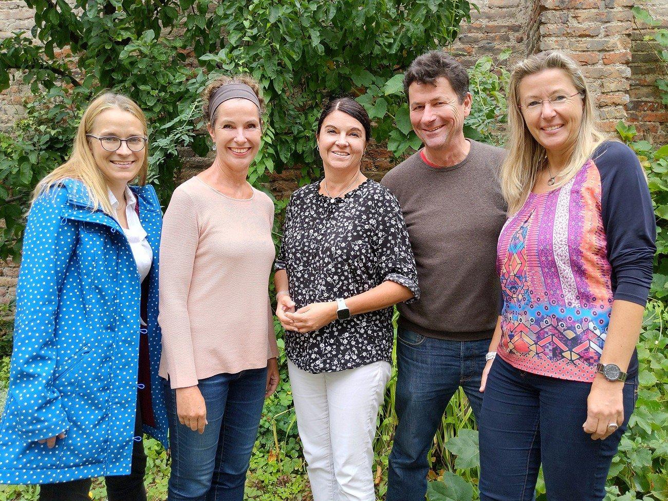 v.l.: Angela Sümnik (Schriftführerin), Ursula Felsenstein (2. Vorsitzende), Petra Tonsky-Katzer (1. Vorsitzende), Thomas Körner-Wilsdorf (3. Vorsitzender), Claudia Atzkern (Kassenführerin)