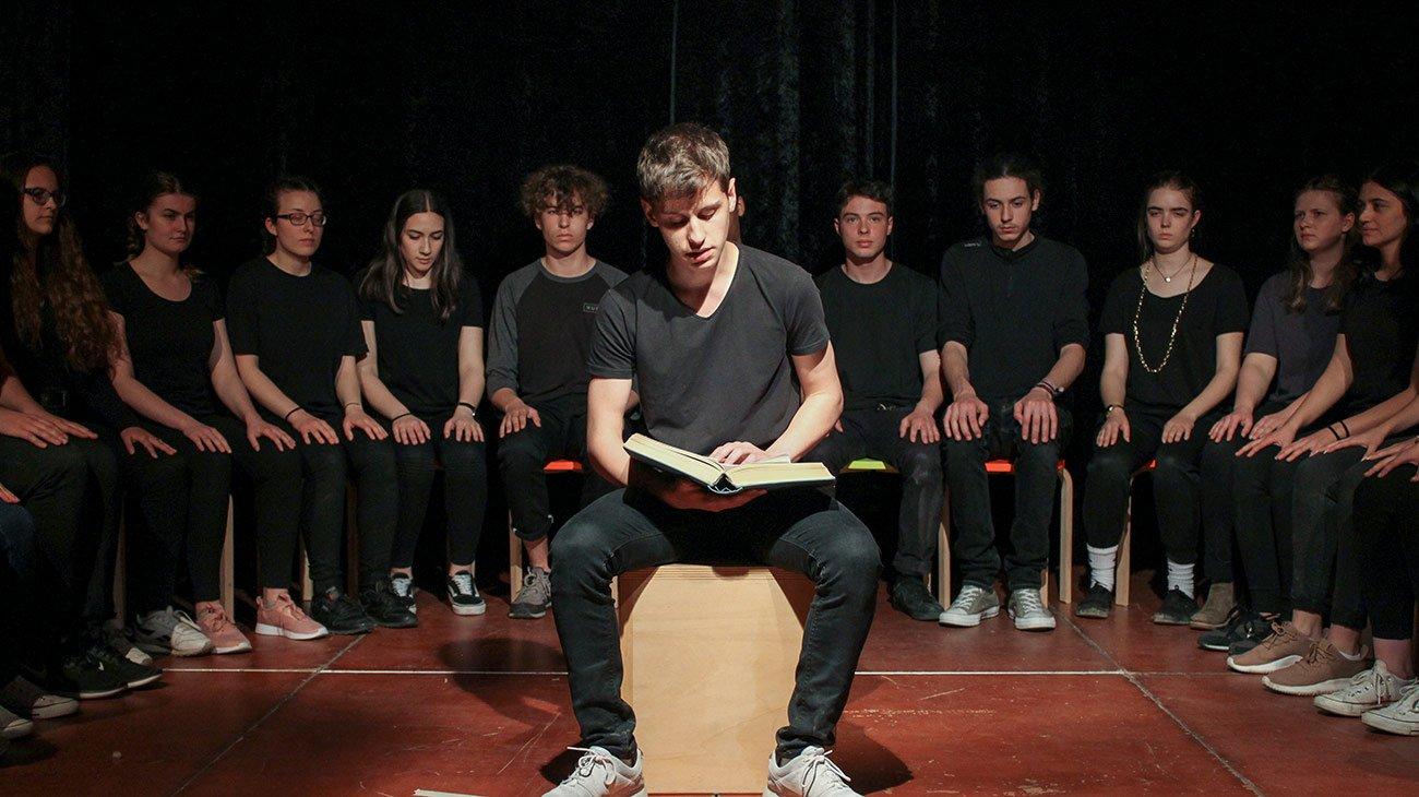 Geschichten sind auch für Erwachsene: Unser Oberstufentheater