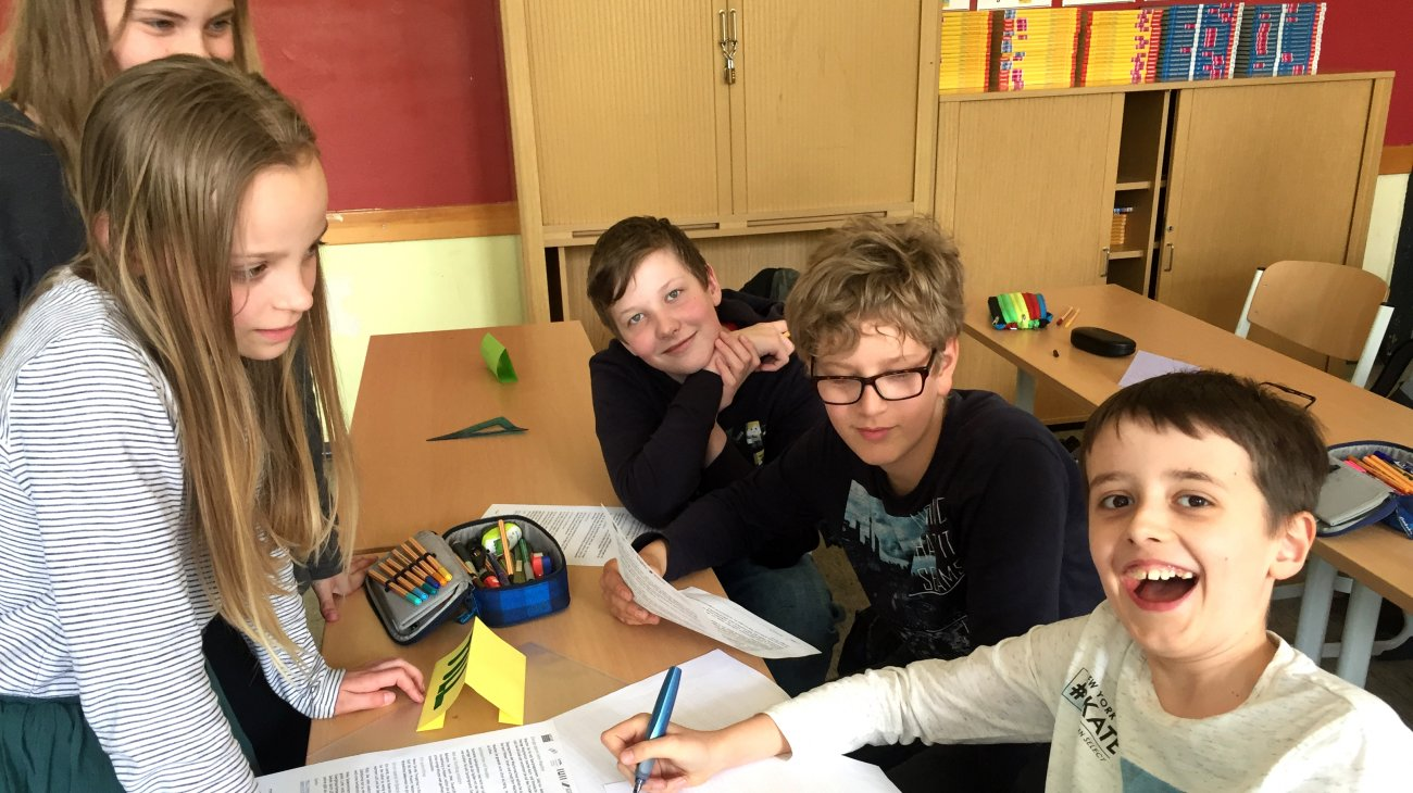 Spaß beim Lernen: Schülerinnen und Schüler des Klasse 5a setzen sich mit Umwelt- und Klimathemen auseinander