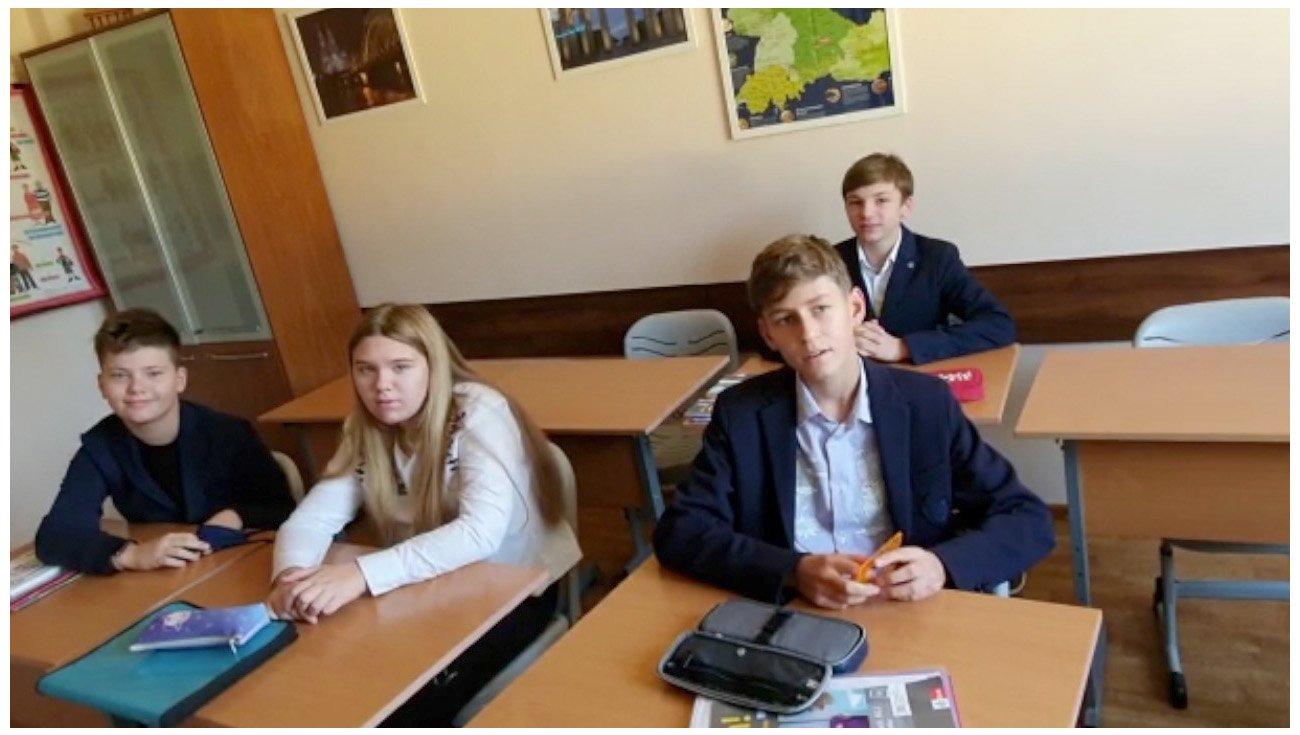 Russische Schüler gratulieren zum Tag der deutschen Einheit
